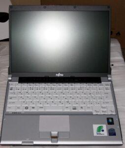 ban-laptop-fujitsu-r8270-core-i5-ram-ddr3-hdd-o-cung-gia-re-quan 3